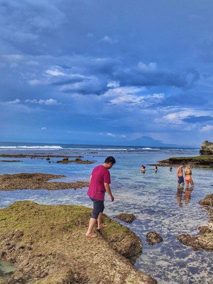 review pantai suluban